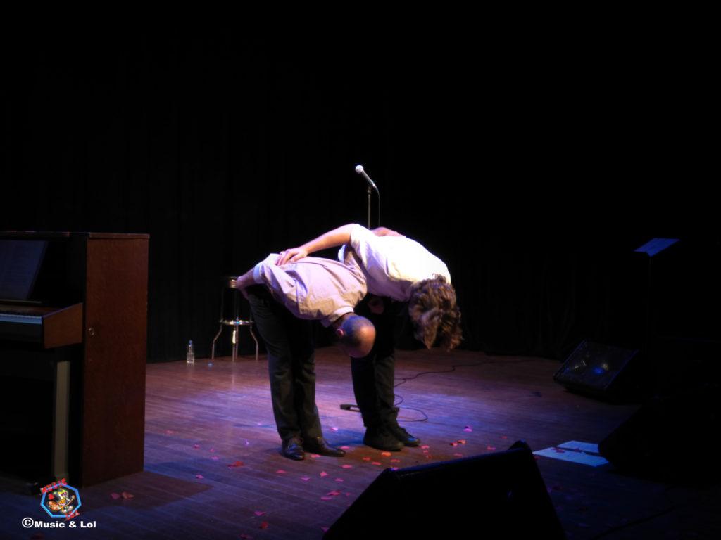 Grég Allaeys (voix) et Benoît Dendievel (Piano) Saluent le public